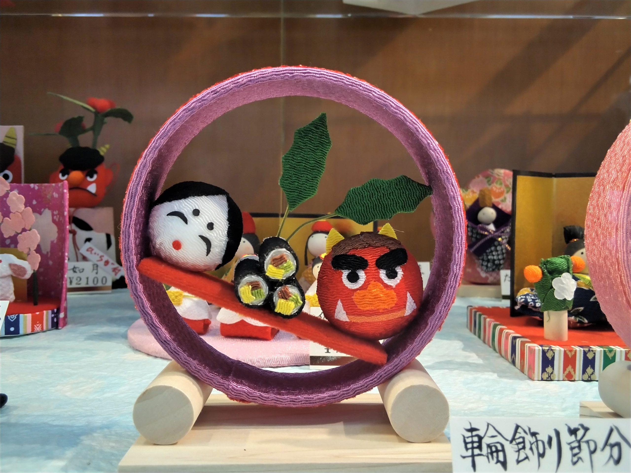 日本の伝統文化のひとつ、ちりめん細工の小物が勢揃いしています