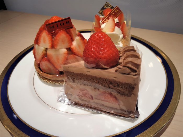 新春にふさわしいフレッシュなイチゴのシュートケーキたちをご紹介!